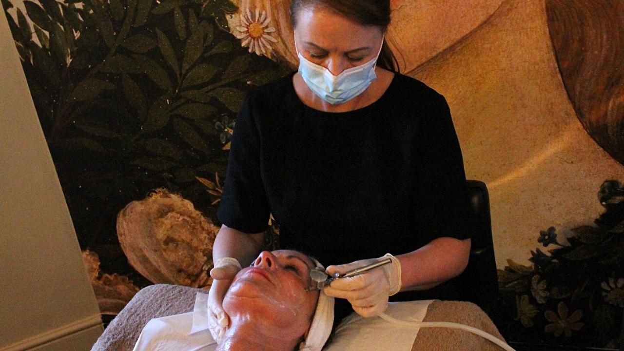Elizabeth Milton - Gina treatment